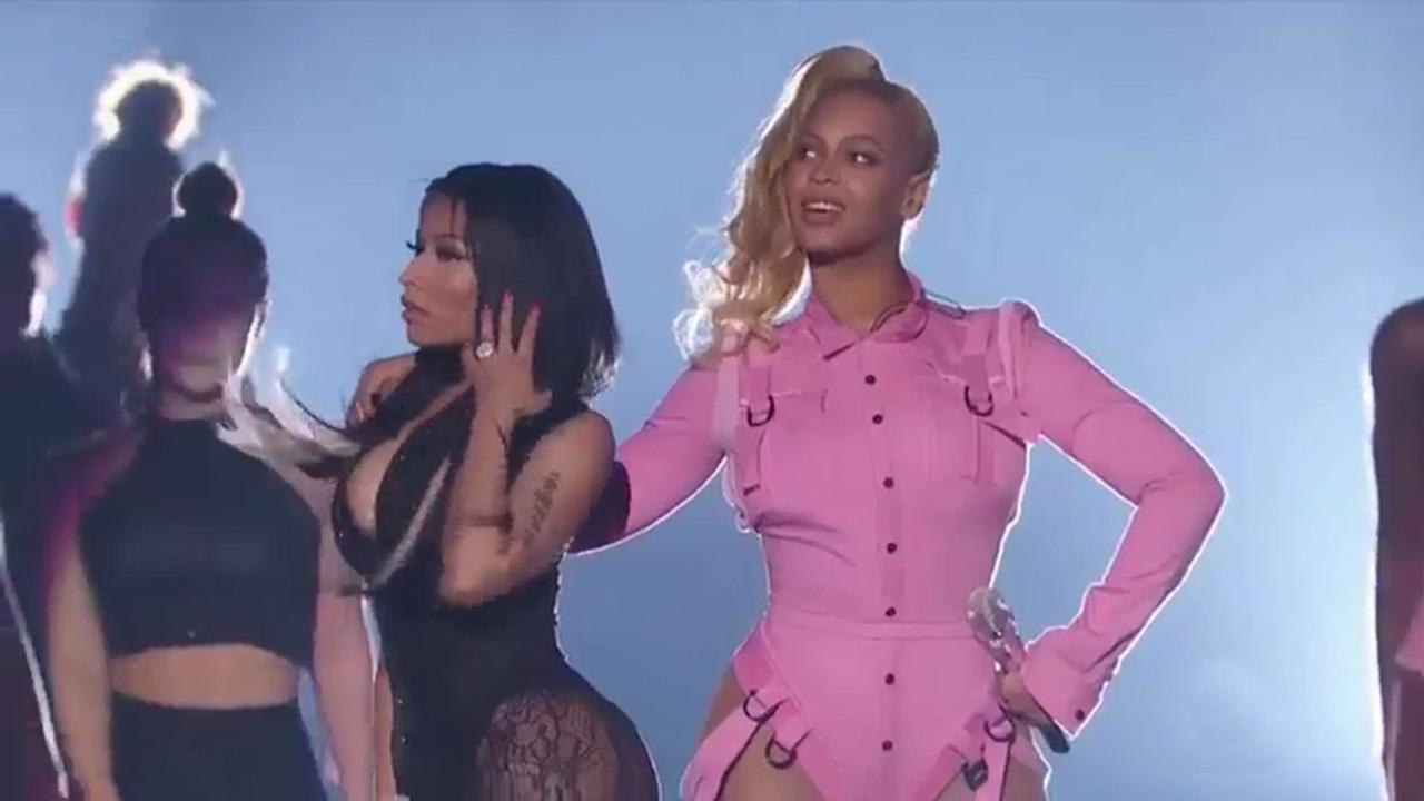 Nicki Minaj Copies Beyonce Beyonce & Nicki Mi...