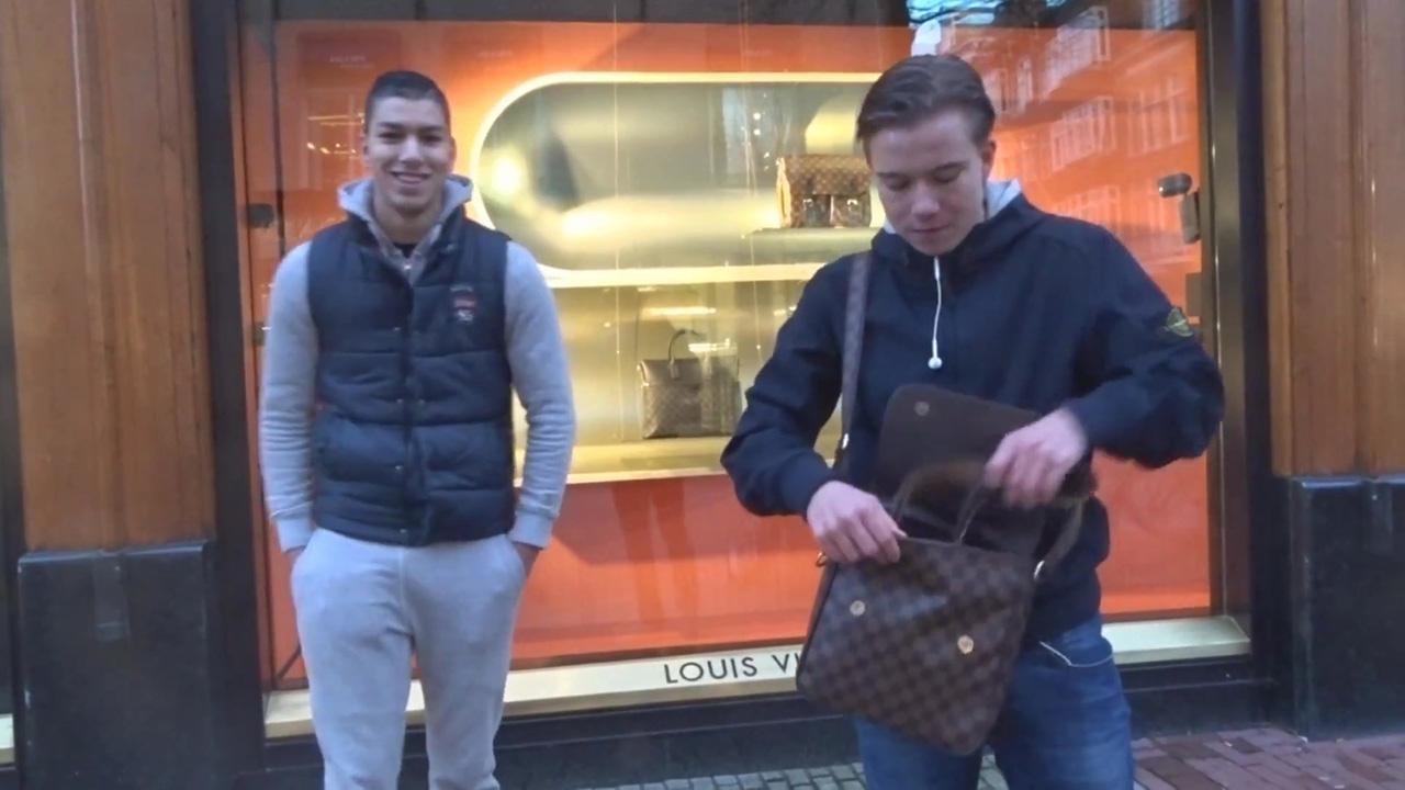 ea27cdc538f Fake Louis Vuitton #LV spullen verkopen in de PC Hooftstraat – Vatos Locos  Pranks - THE TRAP